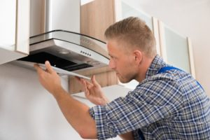 Pose de Hotte Aspirante Installation Hottes Cuisine Encastrable Îlot – Plan de Travail – Plafond – Tiroir – Angle
